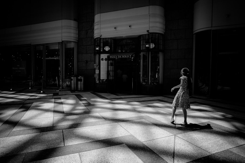 Seeing shadows in peripheral vision